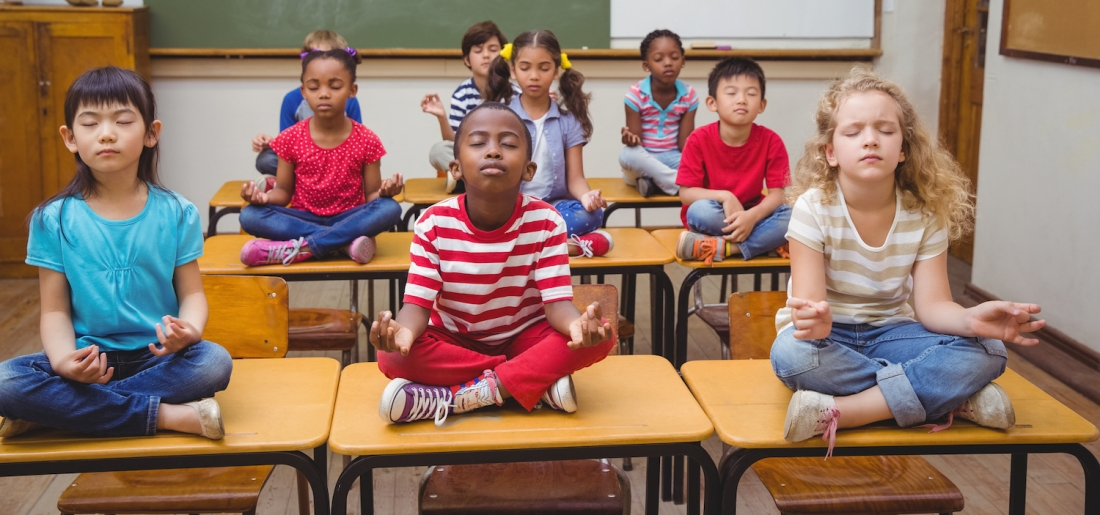 Children-in-class-meditating-banner